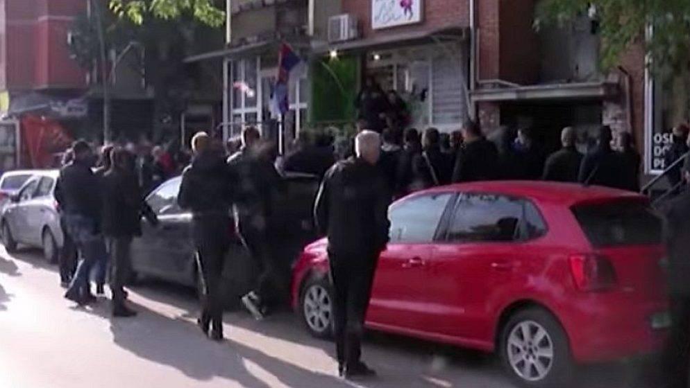Sukobi s policijom na sjeveru Kosova, ranjen mladić