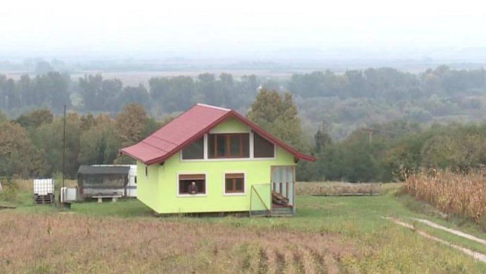 (VIDEO) Kraj granice s Hrvatskom ženi napravio rotirajuću kuću
